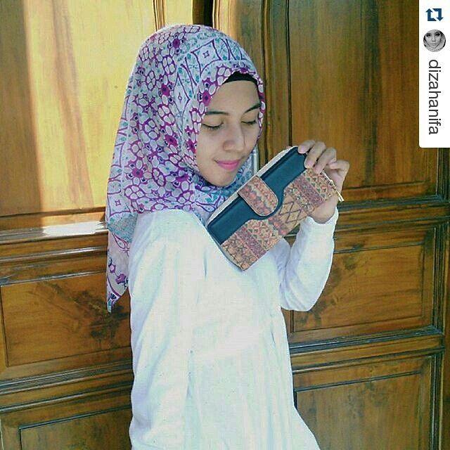 #Repost @dizahanifa ・・・ Got an unique wood wallet with batik design from @schors.id  #schors #wallet #cork #batik #diza #premanpensiun #dompetkayu #gabus #kado #gift #hadiah #bandung #wood #fashion #women