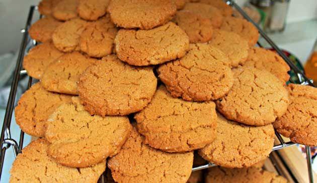 Receita de Biscoitinho de Laranja, confira!! INGREDIENTES 2 xícaras (chá) de farinha de trigo 4 colheres (sopa) de suco de laranja 1/2 xícara (chá) de açúc