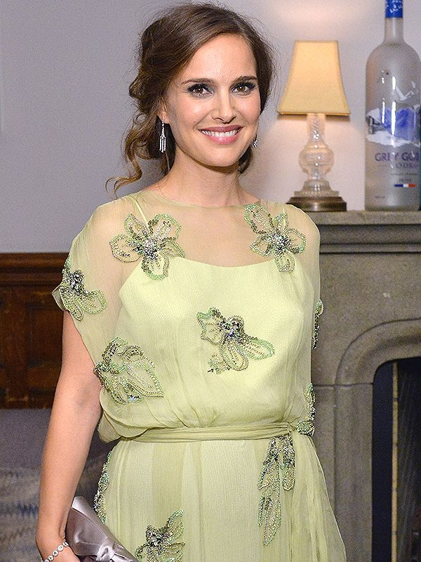 Pregnant Natalie Portman Stuns (and Keeps Her Belly Under Wraps!) in Sheer Dress…