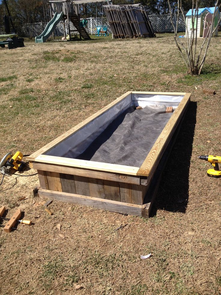 Repurposed pallet raised flower bed make a 3D box as a