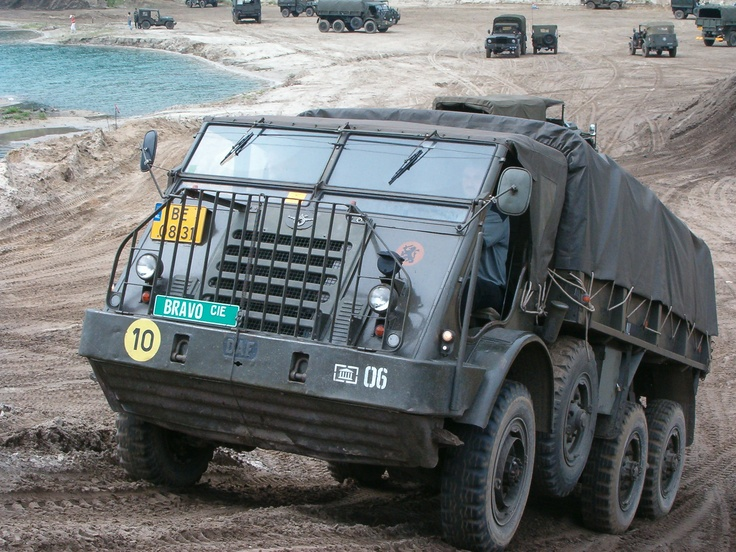 Dust collecting with the DAF YA 328 of the Dutch army. / Lekker stofhappen met de DAF YA 328 van het Nederlandse leger.