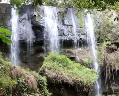 Berwisata ke Air Terjun Sarang Burung Kabupaten Barru