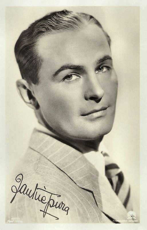 Jan Kiepura. German postcard by Ross Verlag, no. 9877/1, 1935-1936. Photo: Paramount.