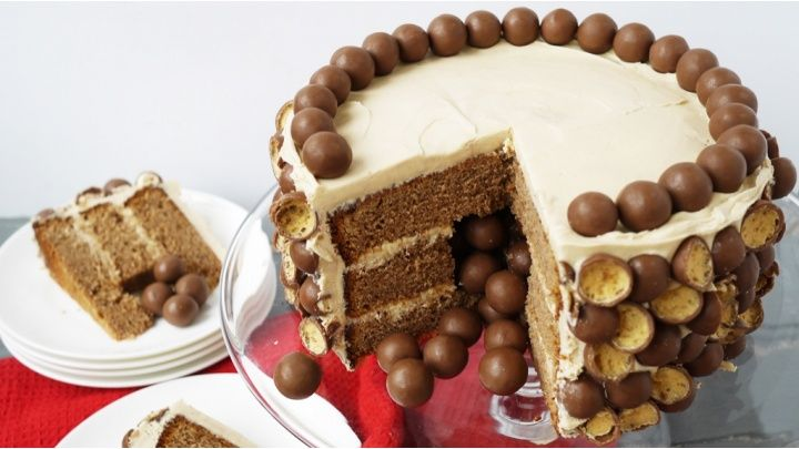 Maltesers pinata cake