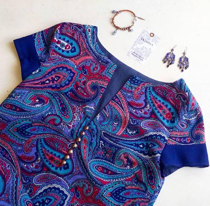 Летнее платье-футляр из оригинального шелка #Этро #etro . Подкладка из тончайшего шелка, небольшой разрез внизу в боковом шве, застежка на пуговки. Длина 112см, обхват по груди 90. 100% шелк.  В наличии. Единственный экземпляр. #TATIANA_by #шелк #платье #летнееплатье #пляжноеплатье #пейсли