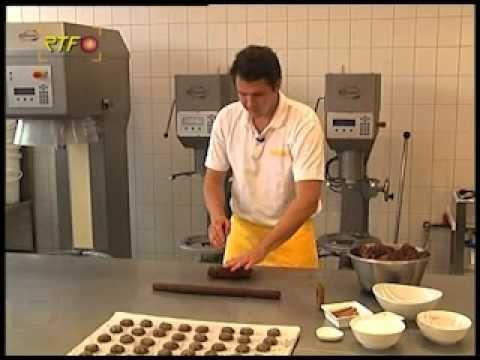(9) Bärentatzen backen bei der Bäckerei-Konditorei Padeffke - YouTube