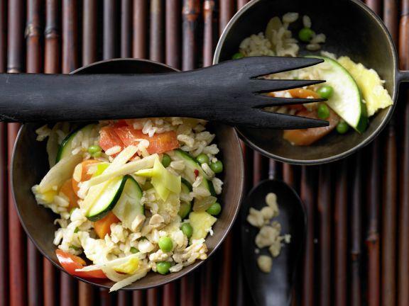 Vegetarisches Nasi Goreng mit Rührei: abgewandelter indonesischer Klassiker – auch ohne Fleisch und Meeresfrüchte einfach wunderbar.
