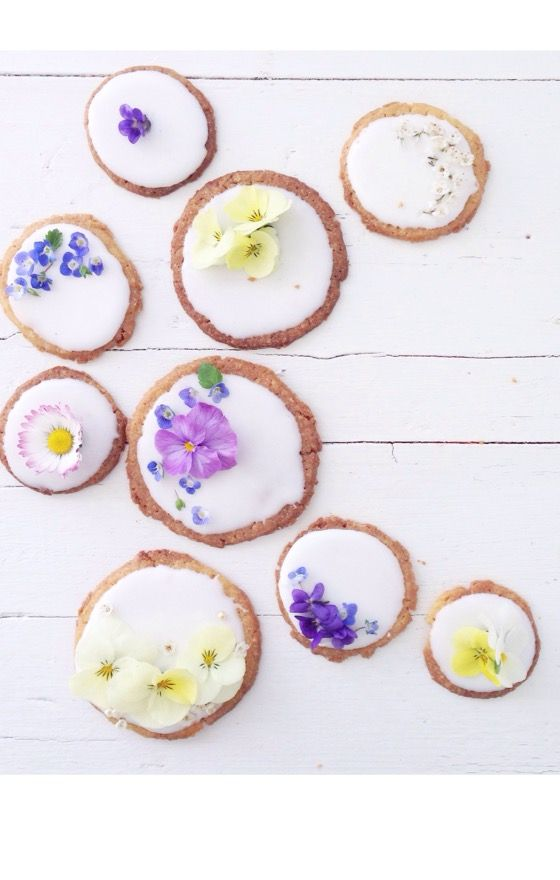 ... springtime cookies with edible flowers (video) ...