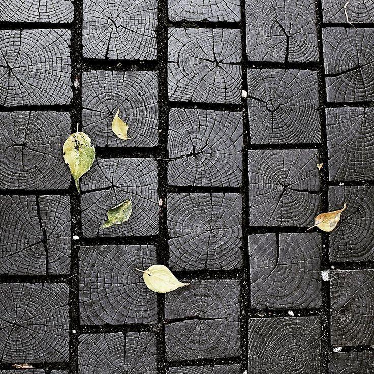 END GRAIN OAK OUTSIDE FLOORING  #wood #bois #madera #madeira #holz #legno #woodporn #cengizozen #oak #endgrain #livering #flooring #warehouse #sawmill #contemporary #contemporaryecowood #akdenizorman