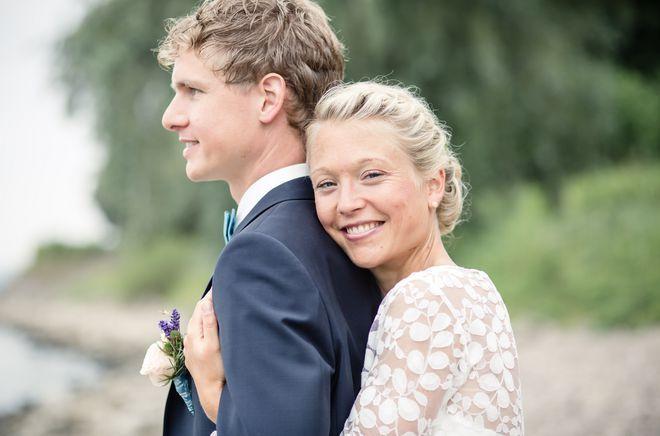 Brautkleid schlicht, mit Spitze (Foto: Sabine Roepke Fotografie)