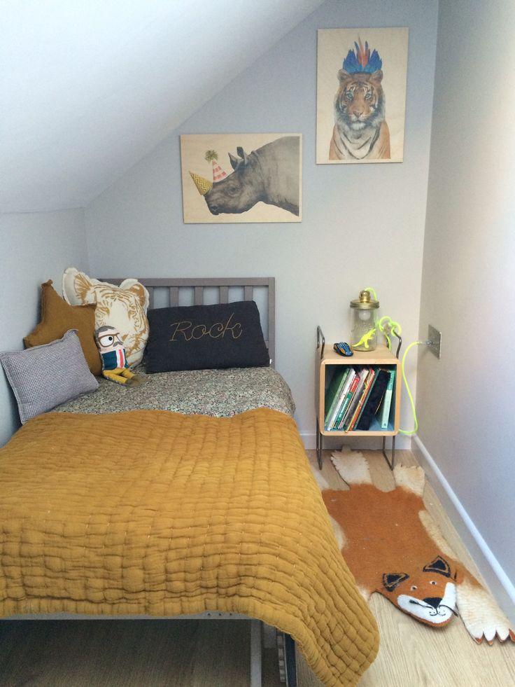 Gaston's attic bedroom -Dessus de lit moutarde et Coussins (Rock, tigre et étoile) #Numéro 74 -Coussin à carreaux #CaramelBabyAndChild -bonhomme #MyNameIsSimone -tableaux imprime sur bois #timbergram -table de nuit Salamandre #Nonah -lampe de chevet bocal #LaTeteDansLeBocal -tapis renard #SewHeartFelt