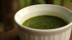Come preparare la salsa chimichurri argentina? Ecco la ricetta originale! http://winedharma.com/it/dharmag/maggio-2014/salsa-chimichurri-la-ricetta-originale-dallargentina
