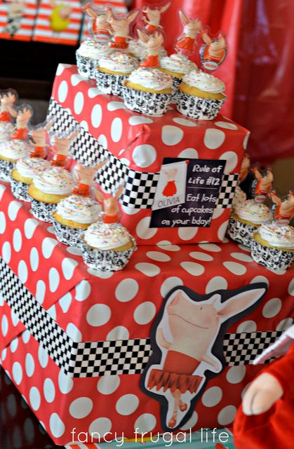 Cupcakes at a Olivia the Pig Party #oliviathepig #partycupcakes
