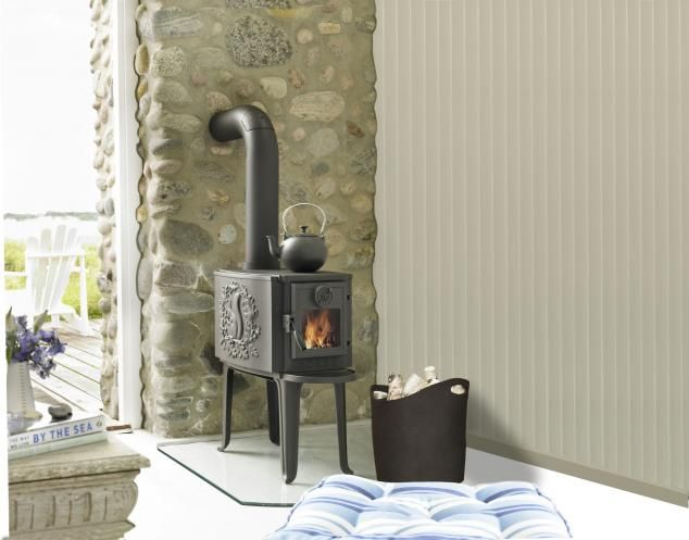 Piecyk-koza. Rustykalny akcent w nowoczesnej aranżacji. #weranda #kominek #fireplace #piecyk Zdjęcie: Morsø