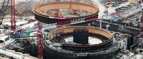 Central Nuclear Taishan: La mayor planta de energía nuclear del mundo.    La central nuclear de Taishan, será la mayor planta de energía nuclear del mundo cuando comience sus operaciones comerciales en diciembre de 2013. Con una capacidad instalada de 1.750 MW por unidad, la central nuclear está siendo construida en el municipio de Chixi, cercano a la ciudad de Taishan en la provincia de Guangdong, a unos 130 kilómetros del centro de la ciudad de Hong Kong.