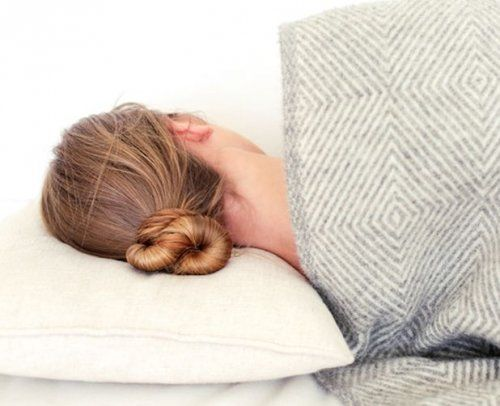 Уход за волосами во время сна