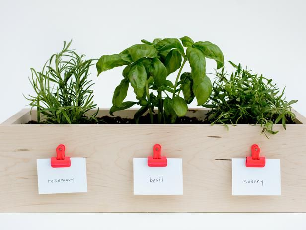 How to Make a Kitchen Planter Box for Herbs: handy to have to make delicious meals