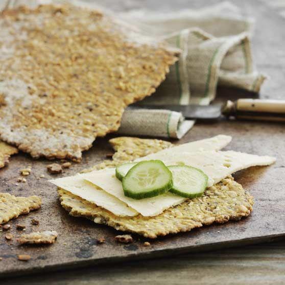 Glutenfri sundhedsknækbrød -http://www.dansukker.dk/dk/opskrifter/glutenfri-sundhedsknaekbroed.aspx #dansukker #opskrift #sundhed #knækbrød #glutenfri #lækkert #brød #spis #eat #food #mad #snack #sundt #inspiration