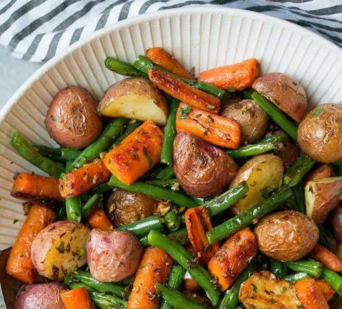 Garlic Herb Roasted Potatoes Recipe - #recipes #homestead #homesteading
