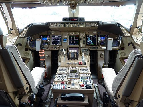 Boeing 747-8 Intercontinental Cockpit | Flickr - Photo Sharing!