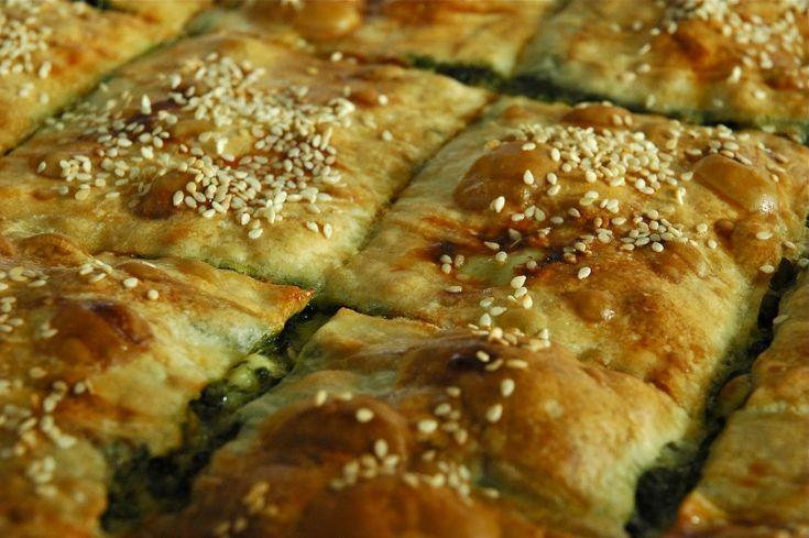 Πίτα με καλαμποκάλευρο, σπανάκι και τυρί - gourmed.gr