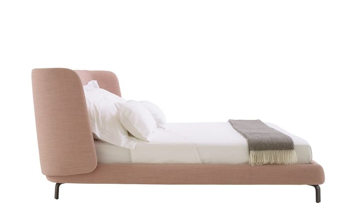 With Desdemone, the bed is a cocoon. It brings protection and serenity, becoming the ideal refuge for a perfect night's sleep. Designed by N. Nasrallah & C. Horner for Ligne Roset.
