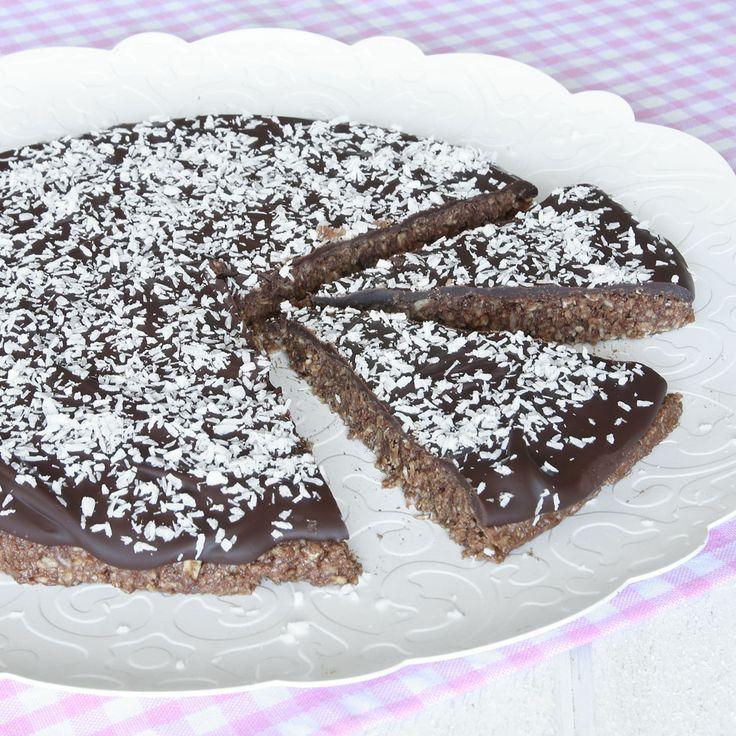 Superläcker chokladbollskaka med smält choklad och kokos på toppen – perfekt till kalaset!