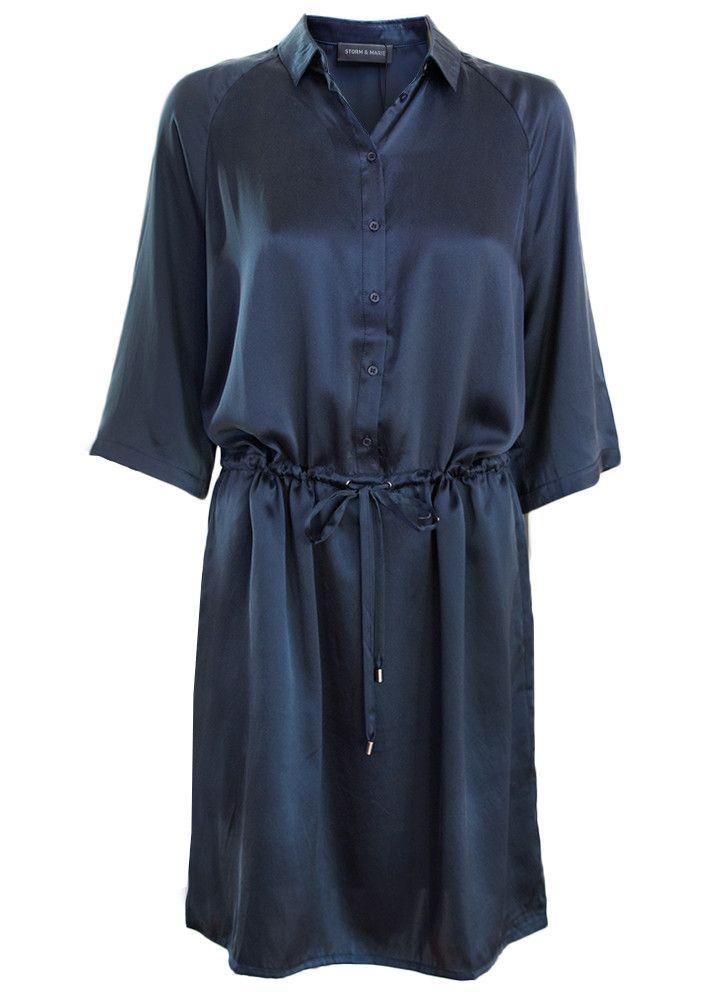 Storm & Marie Silkekjole mørkeblå 10051 Nadia Dress - total eclipse – Acorns