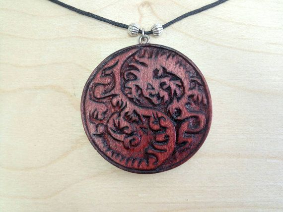 Yin Yang Dragons pendant di Woodzard su Etsy #woodcarving #handmade #etsy #etsystore #jewelry #necklace #pendant #yinyang #dragons
