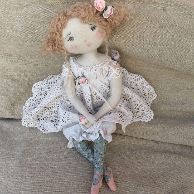 Camélia..dentelles, fleurs et petits bas.. une vraie farfalette en quelqu sorte..(35cm) - Le Jardin des Farfalous