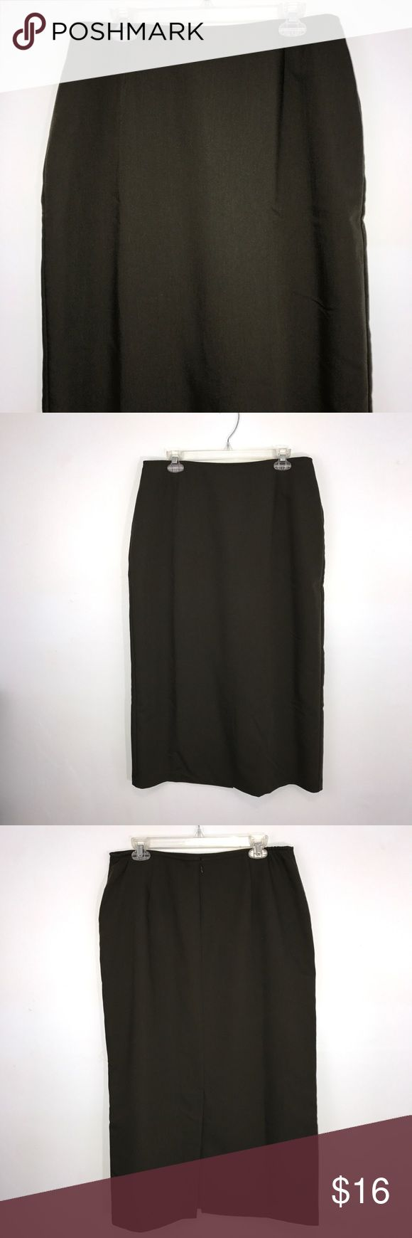 """Sag Harbor Green Maxi Skirt 16 Sag Harbor dark green Maxi skirt. 4"""" of elastic on rear sides of waistband. Fully lined. Lying flat, approximate measurements are: waist 16.5-17.5""""; hip 23""""; length 41"""".  (L02-32)    🌼 No holes, piling or stains. Items stored in smoke free, pet free, perfume free environment. No trades or modeling. Same or next day shipping.  Save by bundling. All offers should be submitted with the offer button. Sag Harbor Skirts Maxi"""