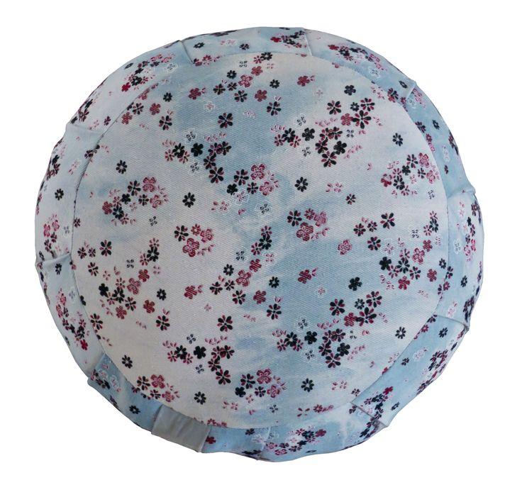 Dżinsowa poduszka zafu -w kwiatuszki wypełniona kapokiem