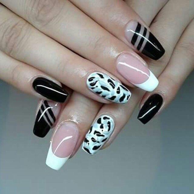 Black, white and kinda navy nails design.