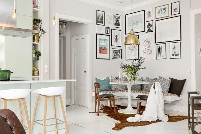 Lichte woonkamer met open keuken en zithoek