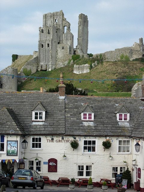 The Greyhound & Corfe Castle~Dorset. Our tips for 25 fun things to do in England: http://www.europealacarte.co.uk/blog/2011/08/18/what-to-do-england/