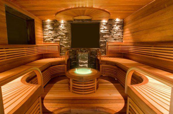 Sauna met stenen muur