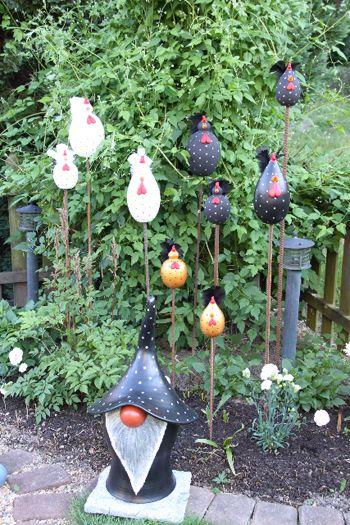 Trädgårdskonst: Trädgårdstomte  o tuppar