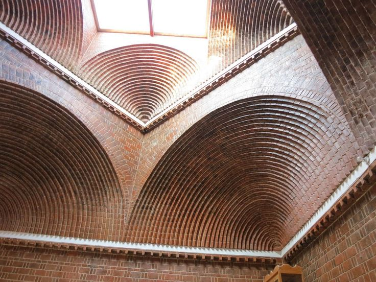 Carlos Mijares Bracho. The Christ Church, in Lomas de Chapultepec México, is one of the emblematic works of Mijares in exposed brick