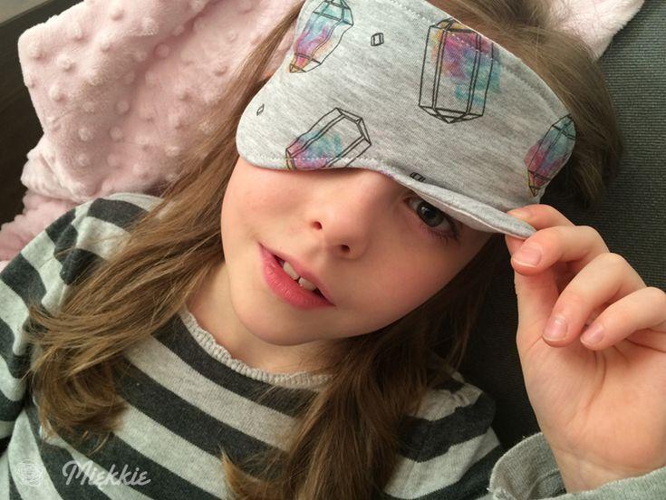 DIY Sleep Eye Mask - free pattern & tutorial. By Miekkie