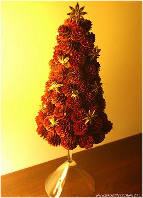 Świąteczny stroik z szyszek