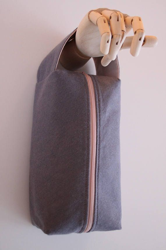This project bag has a felt outside and a cotton fabric inside.  It is big enough for a medium size project. It has a handle so it easy to take your project with you wherever you go. It also protects and helps organize your projects.  It has a grey color outside. A beautiful pastel
