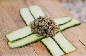 A cukkini a legkönnyebb fogyókúrás zöldség. Pár perc alatt készíthetsz belőle nagyon egészséges ételeket! Na, de ilyen cukkinibatyut még...