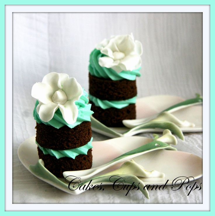 Mini Cakes, naked cake, white and teal.: Minis Cakes With, Cakes Naked, Naked Cakes, Cakes Pop, Minis Cakes Bites, Cakes With Purple, Cakes Mor, Baby Cakes, Cakes Eating