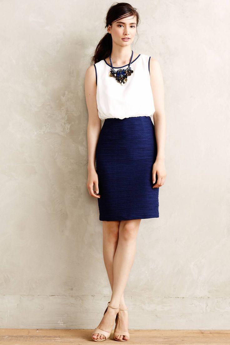 Isso é um vestido, mas gostei da ideia de fazer uma blusinha branca com vivos azuis...