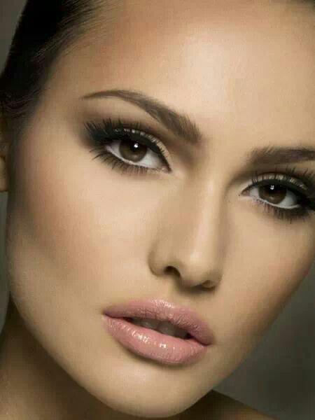 Descubre las mejores ideas de maquillaje de día para novias y así poder ser la más hermosa de todas. Maquillaje elegante, natural o vintage...¡tú eliges!