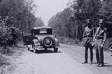 Bonnie and Clyde - Wikipedia, the free encyclopedia. The trail ended here on a desolate road, deep in the piney Louisiana woods between Gibsland and Arcadia, Hwy. 154.