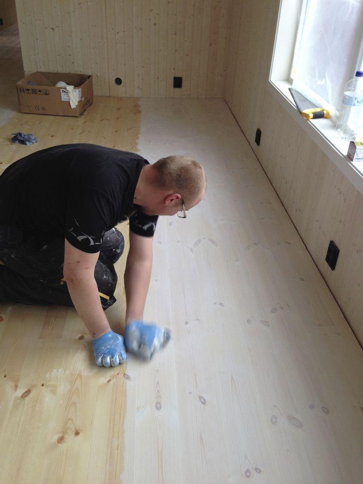 Waxing floor with Allbæck linceedoilwax.