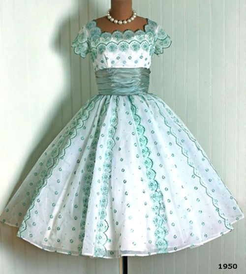 1000  ideas about Old Fashion Dresses on Pinterest - Pretty ...