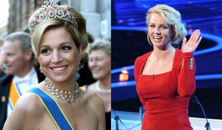 We zijn niet de eerste persoon om te zeggen dat de toekomstige koningin van Nederland, Maxima, echtgenote van Willem-Alexander, ziet eruit als pop legende Britney Spears.  Een groot deel daarvan heeft te maken met hun akelig smiliar schoonheid kijkje ...  donkere eyeliner, blond haar, licht bruin en glanzend roze lippen.  Maar hun glimlach is redelijk vergelijkbaar, ook.