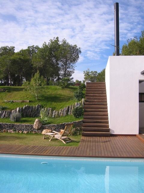 Villa con encanto y arquitectura de diseño en #Alicante. Disponible para un intercambio de casa: ¡tú te alojas aquí mientras ellos están en tu casa!